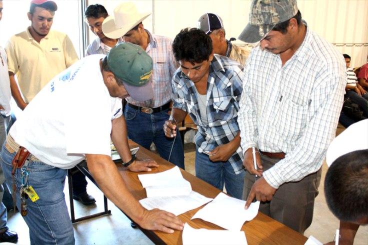 Trabajadores mexicanos con visa H2A