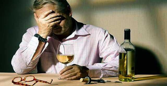 El alcoholismo es una enfermdad que mata a mas 3.3 millones cada año.